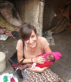 Ángeles, con un bebé de Colony F