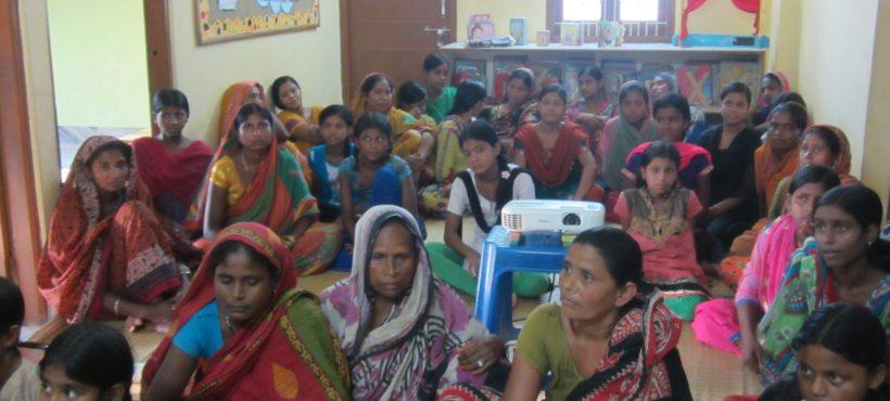 Semilla reunió a madres e hijas en un taller informativo sobre la menstruación