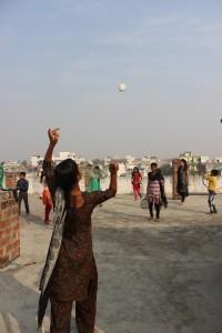 Los estudiantes más mayores eligieron juegos como el badminton, el hula hoop o el pilla pilla.