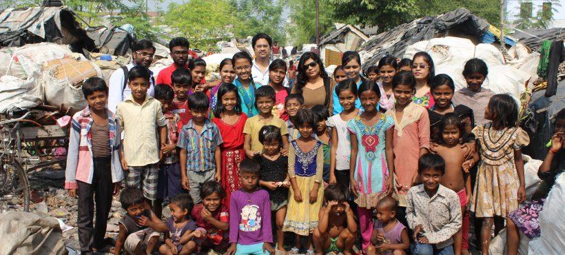 Los profesores de Semilla visitan los slums en los que viven sus estudiantes