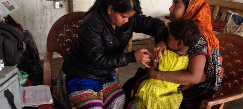Vuelve la campaña mensual de vacunación a los slums