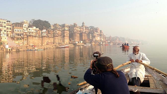 Grabación del documental en el Ganges