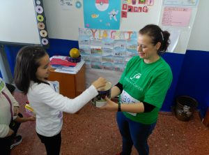 Los participantes de la carrera depositaron 1€ en la hucha de Semilla para el Cambio.