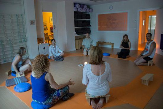 Centro de Yoga Albahaca colabora con Yoga para el Cambio