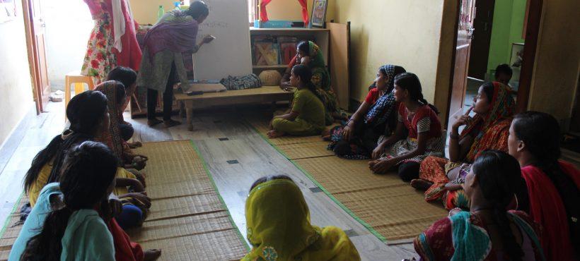 Trece nuevas alumnas inician el curso de Alfabetización