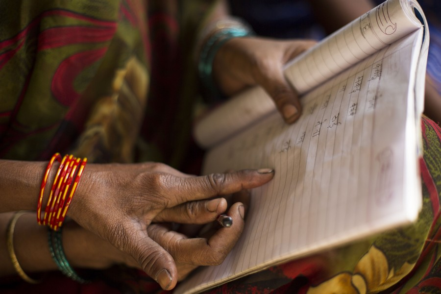 Foto Joaquin Vergara, Alfabetización de adultos, Semilla para el Cambio, ONG en India, analfabetismo, cooperación