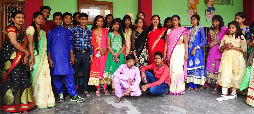 Los estudiantes de Sigra dicen adiós al RS  Montessori y empiezan el curso en un nuevo colegio