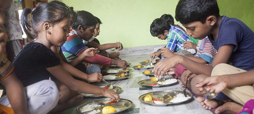 Alrededor de 12 000 niños padecen malnutrición en la ciudad de Varanasi