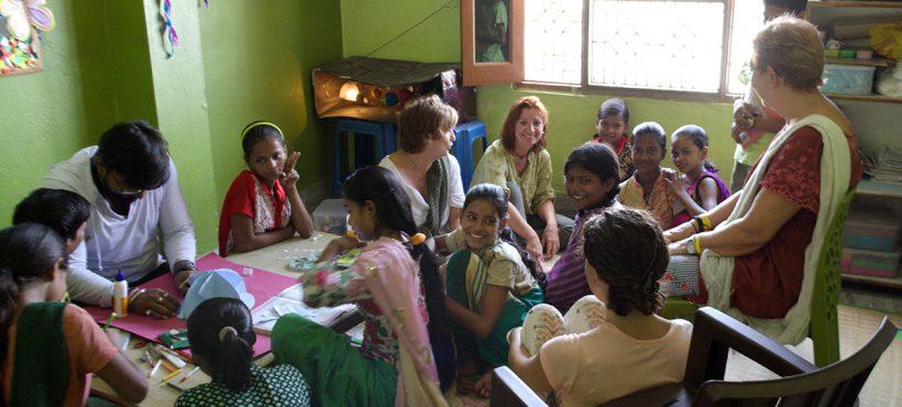 Las visitantes del Viaje de Acción solidaria se adentran en el día a día de Semilla