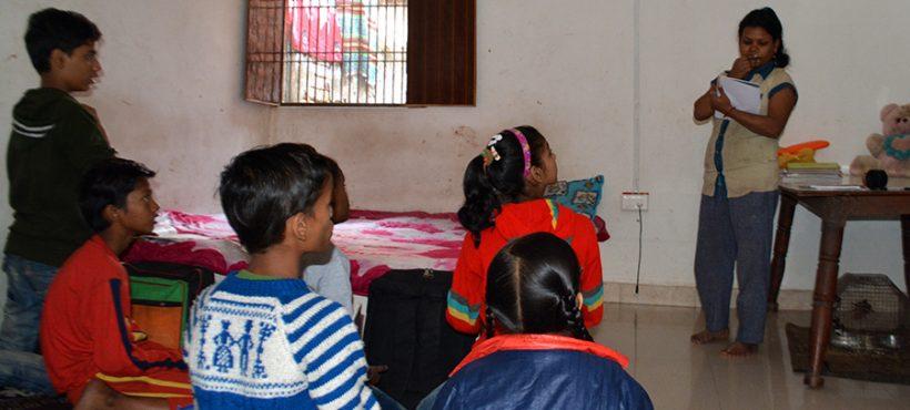 Los estudiantes de Dashashwamedh han retomado sus clases de refuerzo en una academia local y con profesores particulares