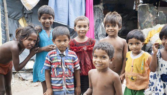 Niños en los slums de Varanasi