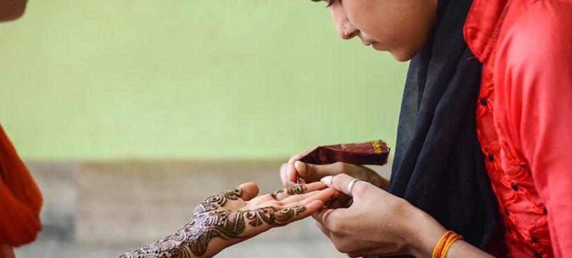 Semilla pone en marcha un nuevo curso de tatuajes de henna dentro de su programa de empoderamiento de la mujer