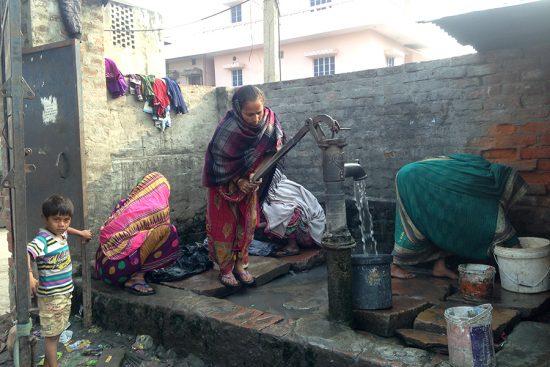 Semilla para el Cambio -Bomba de agua en los slums