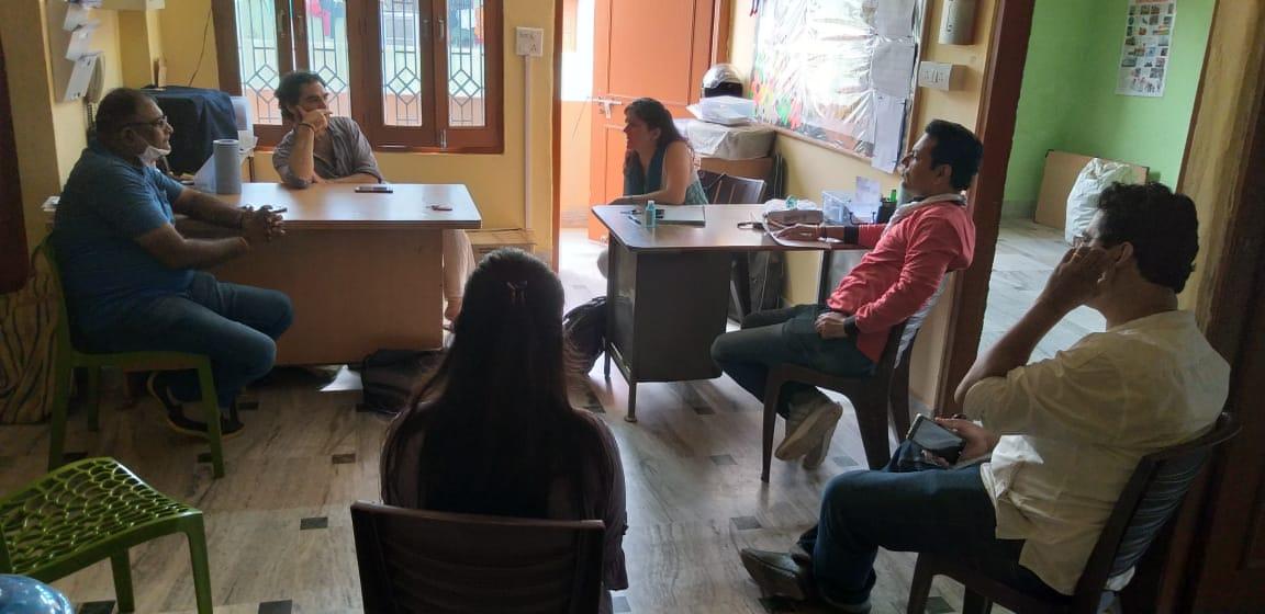 Reunión con los coordinadores y coordinadoras de proyectos y con el Dr. Yogesh Tripathi, del proyecto de Apoyo Sanitario